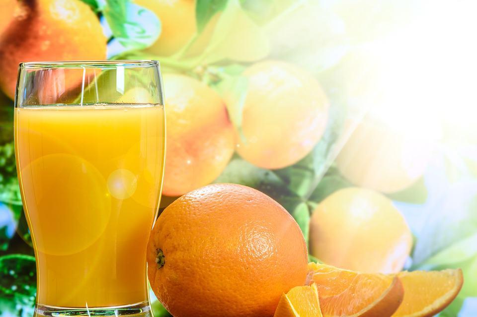 comer naranjas en la mañana
