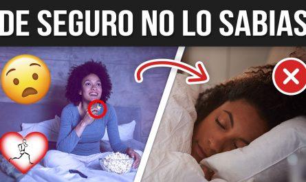12 HÁBITOS que te hacen ENGORDAR mientras duermes y debes saberlo